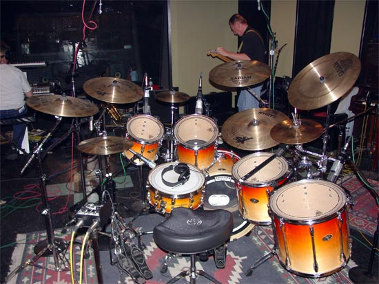 DrumsOnTheWeb.com - Download your favorite music for drummers and percussionists!